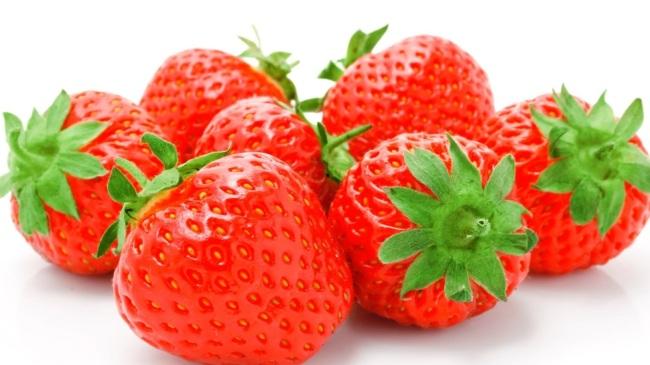 Manfaat Lengkap Stroberi untuk Kesehatan dan Kecantikan Manfaat Lengkap Stroberi untuk Kesehatan dan Kecantikan