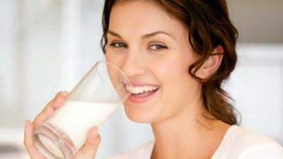 susu merupakan cairan kental yang berwarna putih dan rasanya manis Segudang Manfaat Susu Untuk Kesehatan Tubuh
